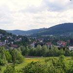 Blick auf Höchst, in der Ferne: Burg Breuberg