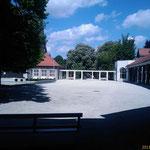 Zugang Rosengarten: Spalierverbindung zwischen Orchestermuschel und Ehemaliger Milchkur