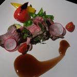 牛モモ肉の赤ワイン蒸し 夏野菜と共に