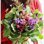 1月 春の花を集めたスパイラルブーケ