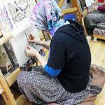 tissage d'un tapis en fil de soie fait à la main
