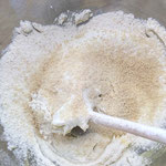 Mehl und Mandeln dazugeben