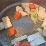 Das Sud-Gemüse anschwitzen