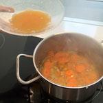 Mit Orangensaft auffüllen