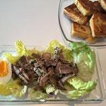 Auf Salat anrichten