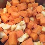 Das restliche Gemüse und die Kartoffel dazugeben