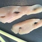 Hähnchenbrust durchstechen