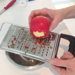Apfel raspeln
