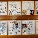 1999年のじゃんぐるサイン色紙! これは札幌のレストラン、カリー軒が現店舗に移転する前の写真です(ホームページから転載) 現在もこのサインは飾られているそうですが、店内は完全撮影禁止です 英祐一も、ここのハンバーグはなまらうまいよ!とおススメのお店です