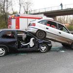 Wohin man schaute Unfallautos über Unfallautos.