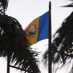 Die Zeit ist stehengeblieben: rumänische Flagge vor der Revolution