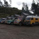 Nur Pilgerbusse: die einen pilgern nach Süden, die anderen zum Santuario de las Lajas