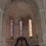 Eglise de Nontron (24 Dordogne) la nef  l'autel et le choeur - photo MC pour les amis de l'orgue de l'Orgue de Nontron
