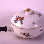 2002.5.2 - Poêlon en porcelaine de Boissettes