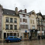 Retour dans la rue Emile Zola vue des maisons d'en face