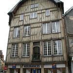 Maison du Chanoine la façade a été démontée, déplacée et remontée à cet endroit