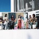吉祥寺パルコの屋上にて女流写真家柴原三貴子さんの写真発表の場で演奏