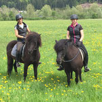 Zwei glückliche Reiter