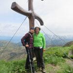 Der Findenigkofel mit Gipfelkreuz direkt die Grenze zu Italien