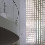 Bild: Glasbausteine-center Glasbausteine-center.de Glasbausteine Glassteine Glass Blocks Glasbaustein Glasstein Treppen Geländer Brüstung Treppenhaus Interior Wandflächen Fassaden Büro Innengestaltung Innenarchitektur Design Art Industrie Handel