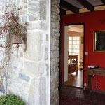 Blick durch die Eingangstür in die Wohnküche