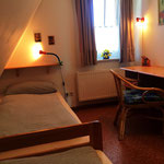 Schlafzimmer mit zwei Einzelbetten 1. Etage
