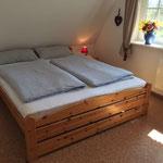 Schlafzimmer mit Doppelbett 1. Etage