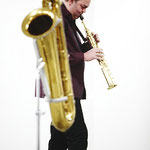 Dirk Raulf playing sopran sax at a sonargemeinschft performance - photo: Helmut Hergarten
