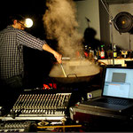 """Oliver Schneider cooking in the performance project """"around the fireplace"""""""