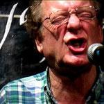 Der britische Vokalist Phil Minton