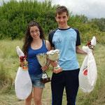 """Nuestros jóvenes campeones con un """"apetitoso"""" trofeo"""