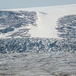 Oben ist der Gletscher 400 m dick.