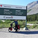 Die Grenze vom Banff - zum Jasper Nationalpark, der mit fast 11.000 Quadratkilometern der größte von Kanada ist. Schleswig-Holstein ist nur 3.500 qkm größer.