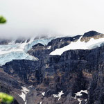 Immer wieder zeigt sich der Gletscher. Die 3.500er dahinter sind leider in den Wolken.