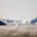 Der Gletscher reicht beim Icefield Center fast bis zur Straße.