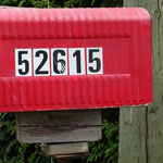 Kein schöner Briefkasten, aber die Hausnummer beeindruckt