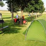 Hier gibt es statt Tourismus nur Farming. Diesen riesigen Campingplatz hatte ich, trotz Ferienzeit, für mich allein.