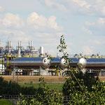 Viele Raffinerien und Fracking-Anlagen östlich von Edmonton. Bei der 10. Anlage hörte ich auf zu zählen.