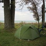 """Die letzte """"wilde Übernachtung"""" direkt am See."""