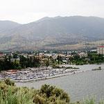 Penticton am Okanagan Lake im Nieselregen.
