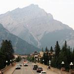 Banff, im Hntergrund noch etwas Qualm der entfernten Waldbrände.