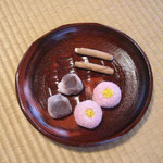 さざんかのお菓子と里柿と絹まき