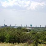 Pfeiler für neue Eisenbahnbrücke