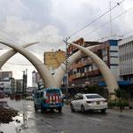 die Stoßzähne(Tusk) sind das Wahrzeichen von Mombasa