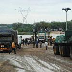 mit der Fähre über die Grenze nach Botswana