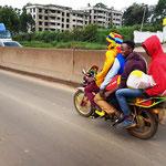 4 Männer auf einemn Motorad