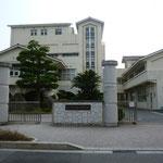 目の前は道路はさんで大野中学校です。