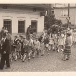 Kinderfestumzug 1959  in der Niedernstraße