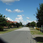 Kählstorfer Weg (Breite 17 Meter einschließlich Seitenstreifen)