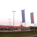 EKZ - Supermarkt, Apotheke und Friseur - Bdf. Weg